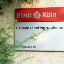 Das offizielle Schild der Stadt Köln am alten Eingang