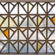 Fensterfront im Treppenhaus